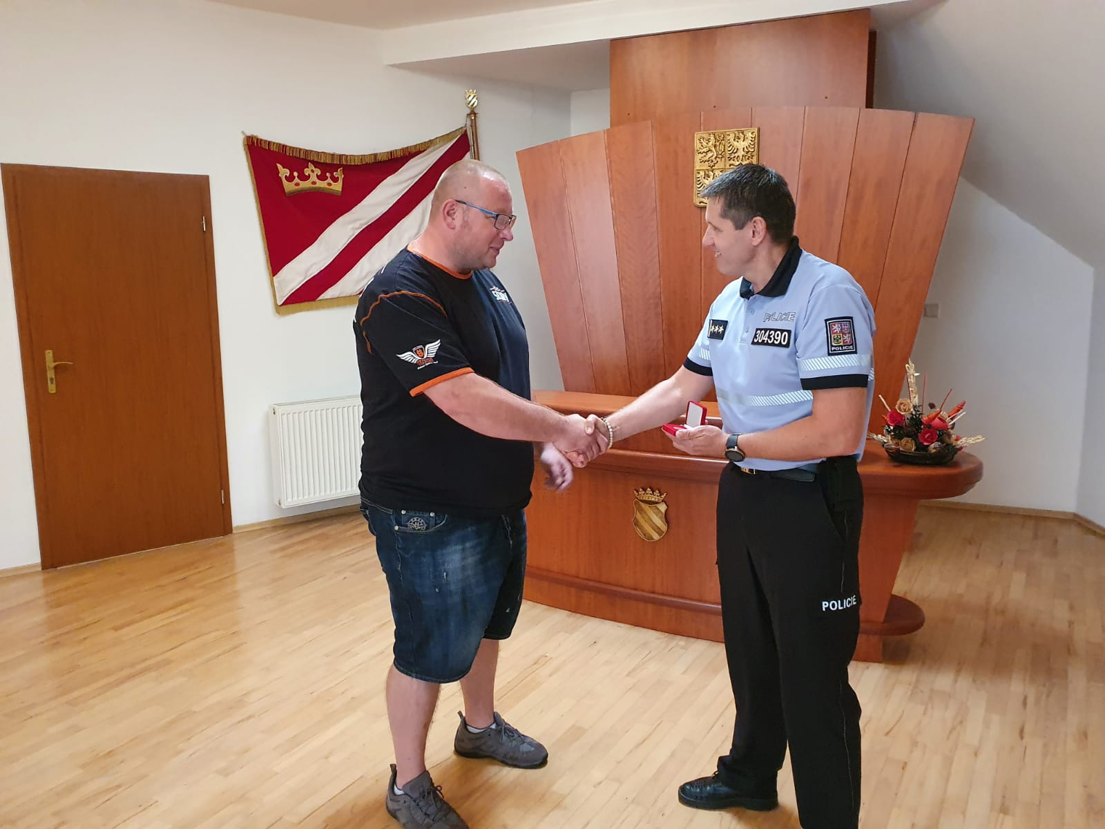 Poděkování – Velitel Městské policie Sezemice pomohl při poměrně náročném zásahu.